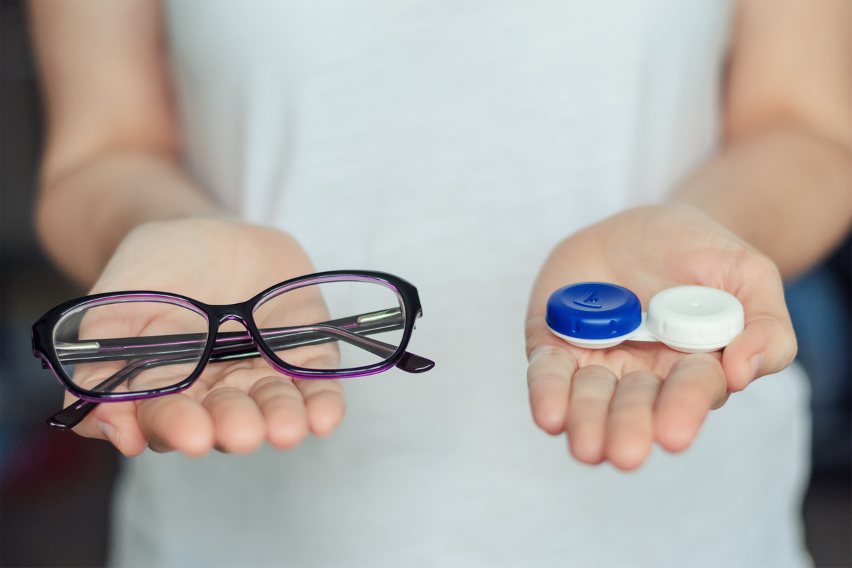 choice between glasses and contact lenses