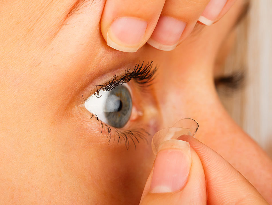 closeup of woman's eye showing how to remove contact lenses