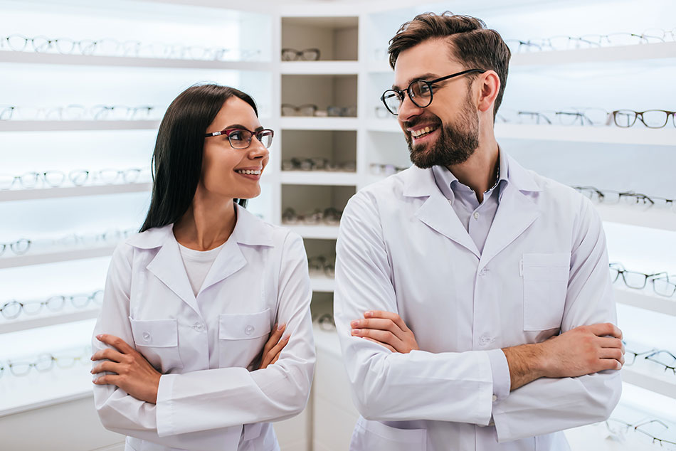 Optometrist vs ophthalmologist in glasses store
