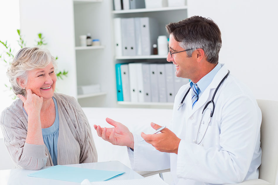 Patient speaking with ophthalmologist